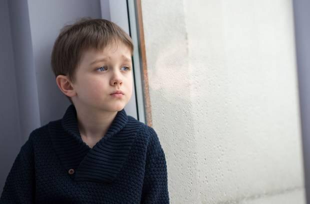 Smartphone e tablet causano problemi di salute mentale nei bambini, già a partire dai due anni.